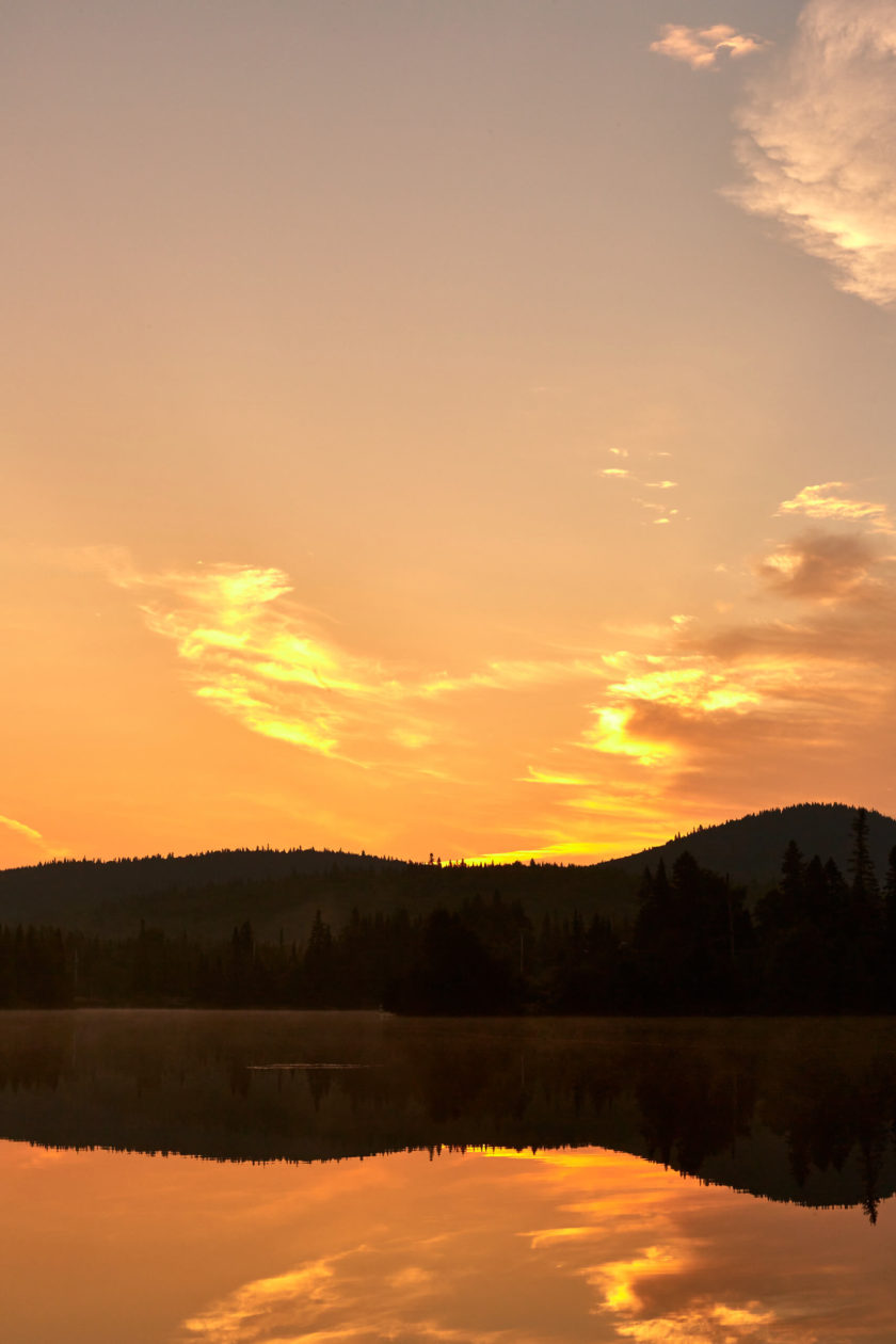 Canon 5D Mark iii with ef 50mm 1.8 - Golden LightSunrise landscape nature photography along the lake at Chalet lac Beauport Quebec