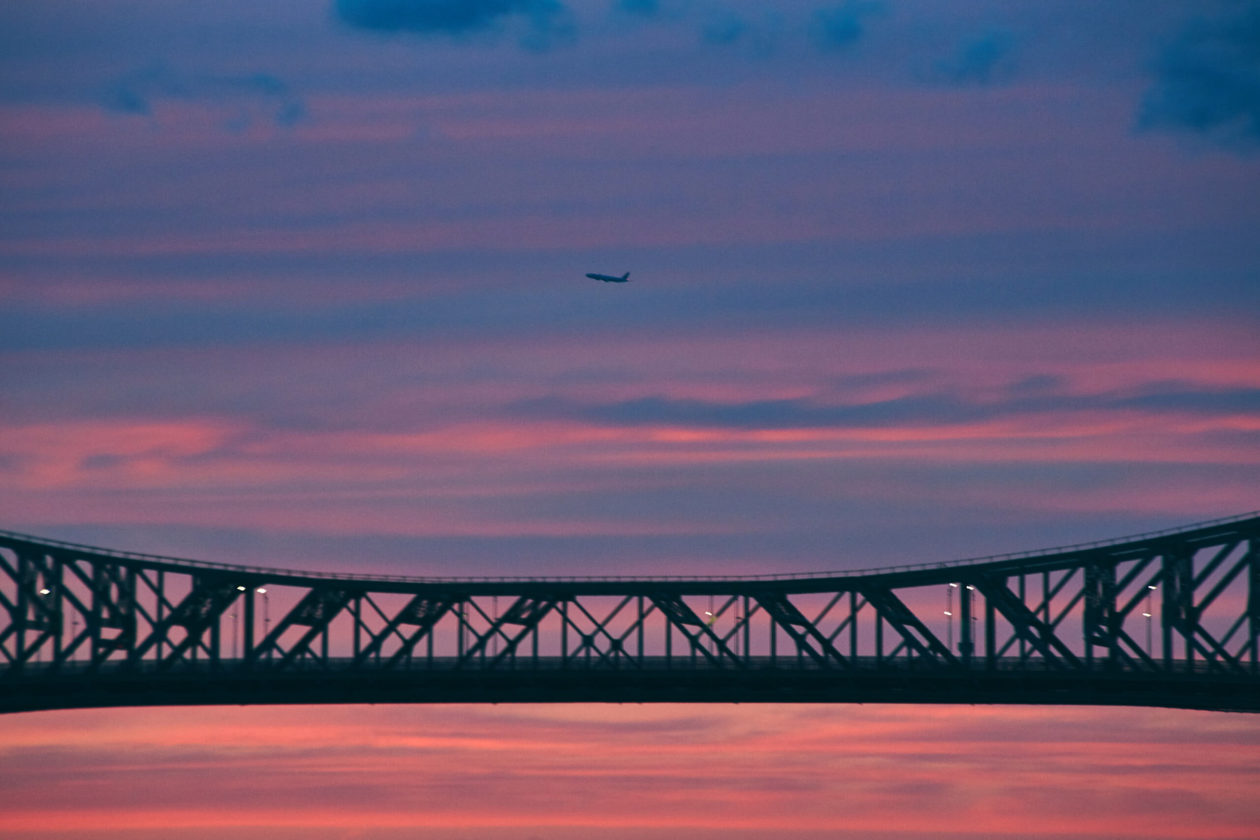 Canon 5D Mark iii with ef 70-300mm 4/5.6- Landscape Cityscape Photography at sunset in Montreal Parc de Dieppe view of bridge with plane in sky