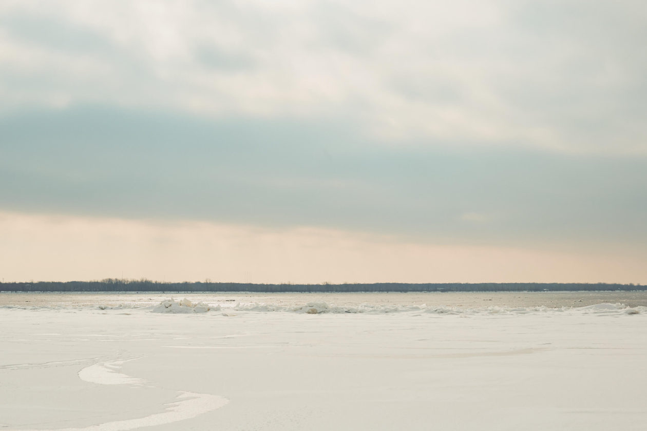 Canon 5D Mark iii with ef 50mm 1.8 - Landscape Photography - Frozen river at Rene Levesque Park Montreal Quebec