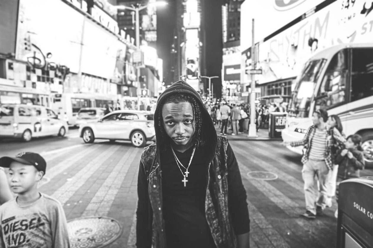 Fuji X Pro2 with xf 16mm f1.4 - Black and white New York portrait photography in Time Square - Model: Idris