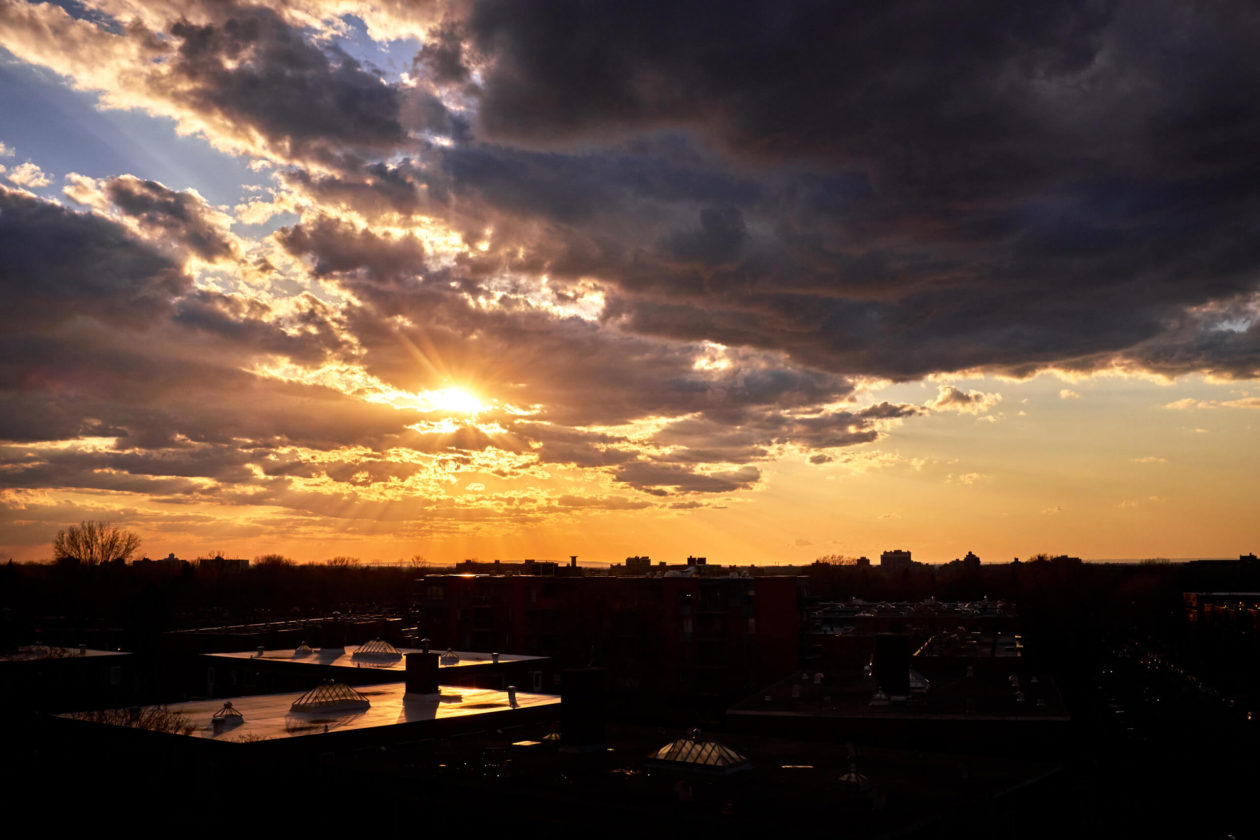 FujiFilm X100T - Landscape Photography of a colorful Montreal cloudy sunset