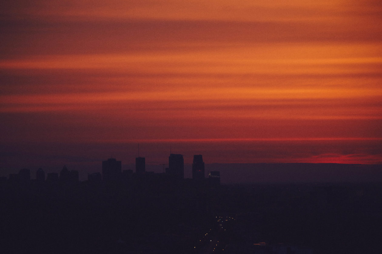 Canon 5D Mark iii with ef 70-300 4/5.6 - Landscape Cityscape Photography - Sunset in Montreal on a rooftop