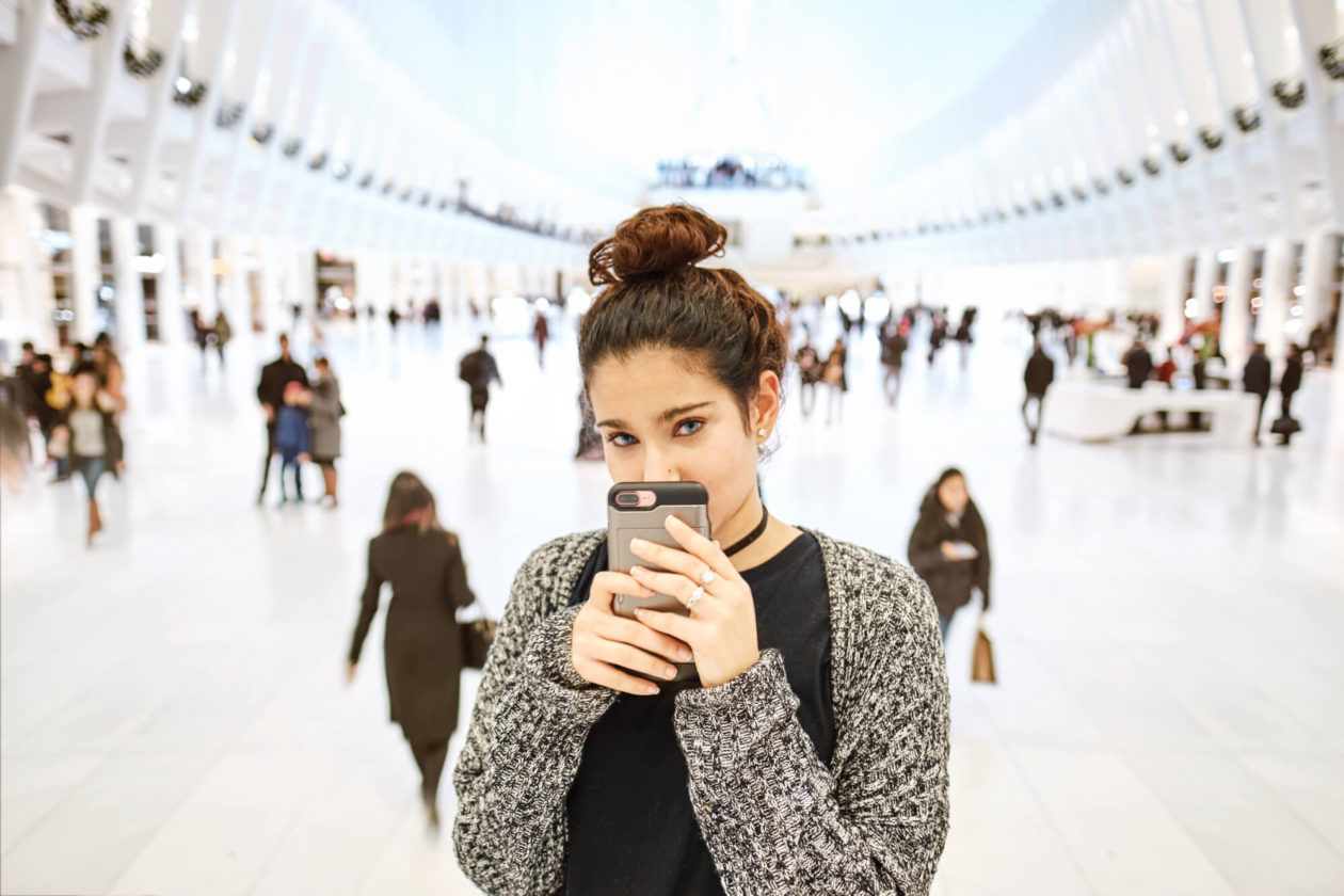 Fuji X Pro2 with xf 16mm f1.4 - Portrait Photography inside the Oculus - Model: Natalia