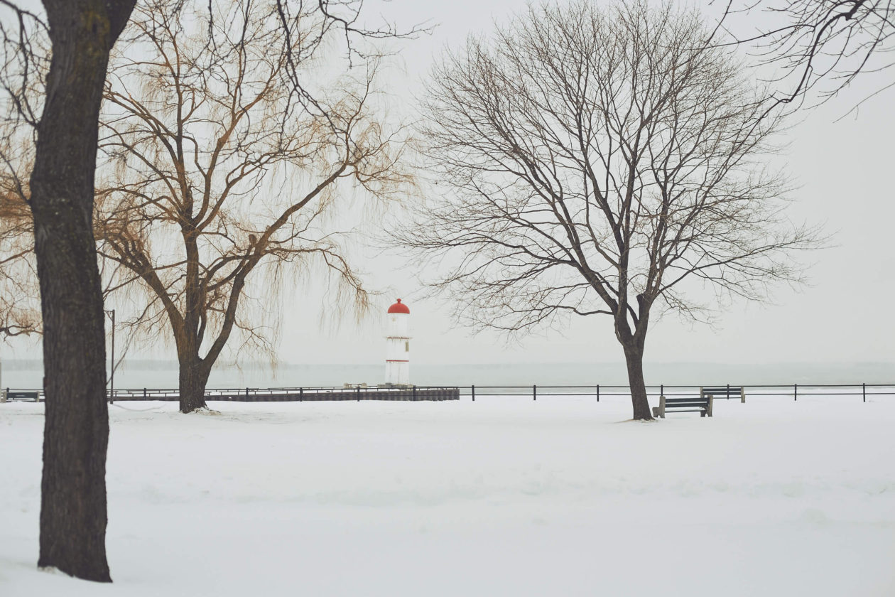 Canon 5D Mark iii with ef 50mm 1.8 - Landscape Photography - Lighthouse on a frozen river at Rene Levesque Park Montreal Quebec