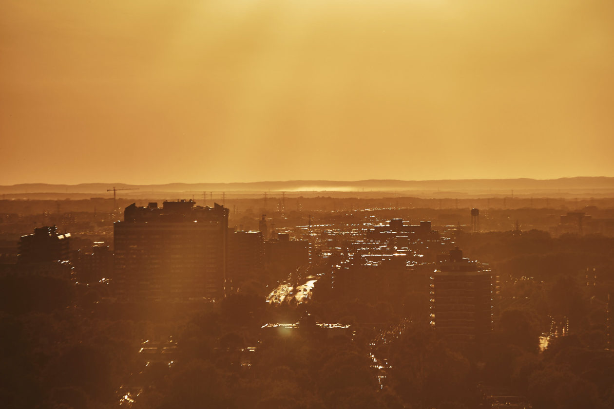 Canon 5D Mark iii with 70-300mm 4/5.6 - Golden hour sunset on Balcony in Montreal