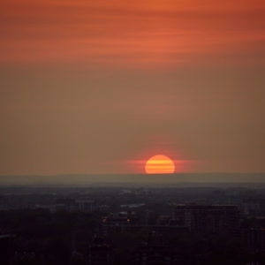 Canon 5D Mark iii with ef 50mm 1.8 - Landscape Photography - Sunset from a Balcony in Montreal
